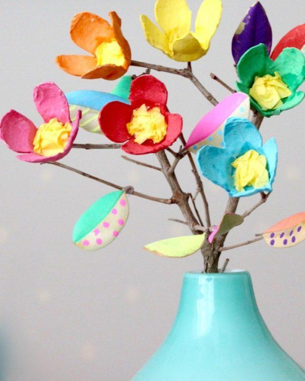 Les meilleures idées pour faire des fleurs avec un vase en carton d'oeufs