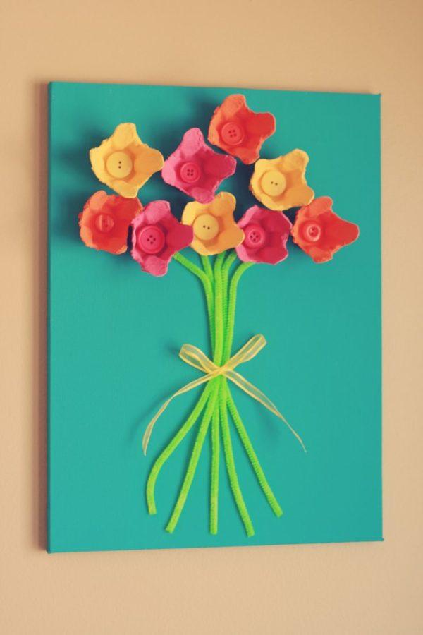 Meilleures idées pour faire des fleurs avec le bouton de carte de carton d'oeufs