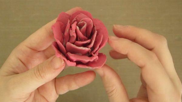 Meilleures idées pour faire des fleurs en carton d'oeufs roses
