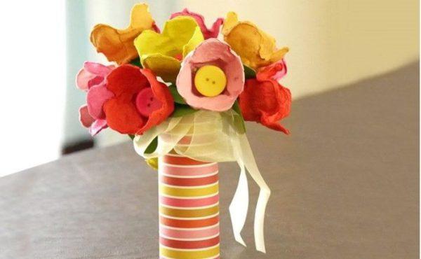 Meilleures idées pour faire des fleurs avec des fleurs en carton d'oeufs avec bouton