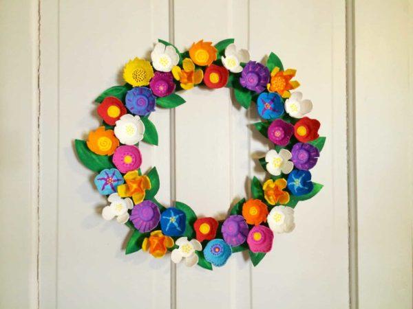 Meilleures idées pour faire des fleurs avec une couronne de fleurs en carton d'oeufs