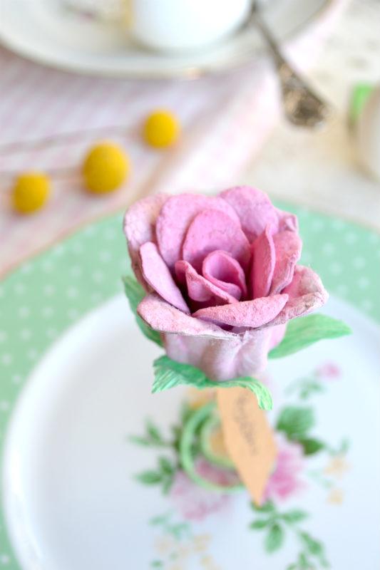 Meilleures idées pour faire des fleurs avec des détails de carton d'oeufs roses