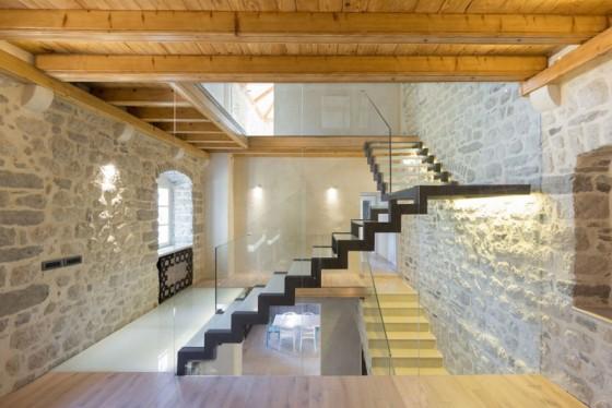 Conception d'escalier moderne en fer et en verre feuilleté