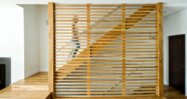 Séparateur de mur d'escalier en bois