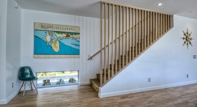 Séparateur d'escalier en bois