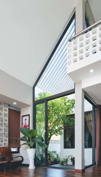 Design de salon moderne avec haut plafond