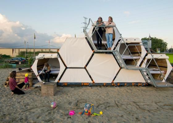 Les modules de camping en forme de ruche sont empilables