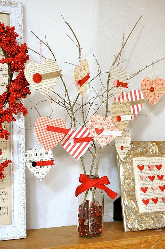 Artisanat de la Saint-Valentin avec une branche