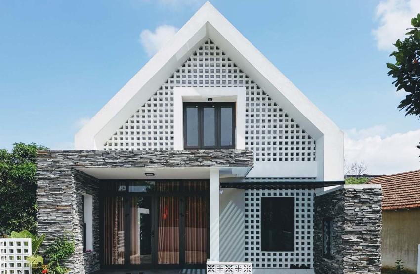 Façade de petite maison moderne de deux étages