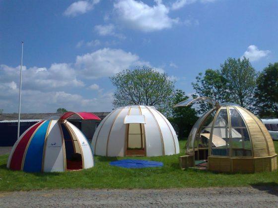 Dômes pour le camping, faciles à assembler par des feuilles en bois et transparentes