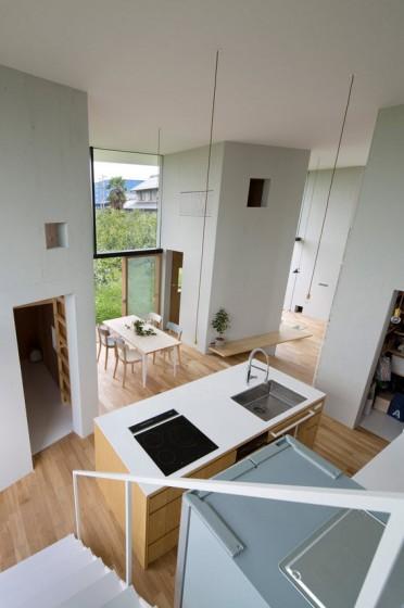 Vue de la salle à manger et de la cuisine depuis la mezzanine