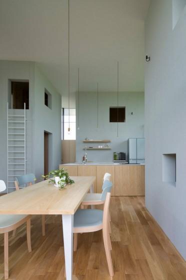 Petite salle à manger et cuisine design avec îlot