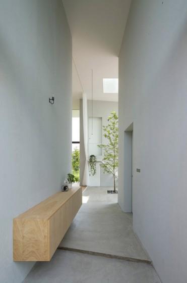 Conception de couloir avec des sols en béton poli