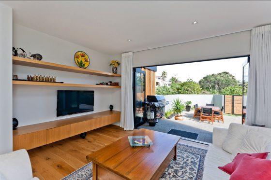 Conception de la chambre avec accès à une terrasse extérieure