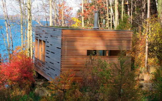 Façade de petite maison en bois