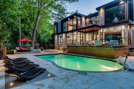 Conception de maison à deux étages avec piscine