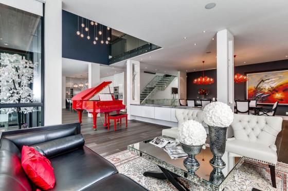 Design d'intérieur de salon avec piano à queue rouge