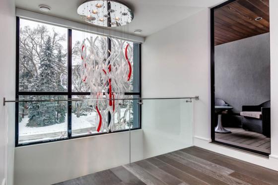 Plafonnier design blanc et rouge