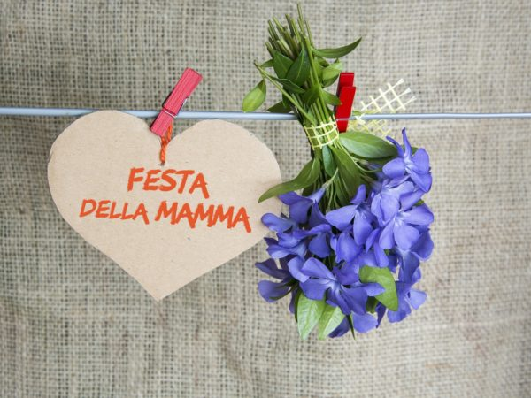 Meilleurs cadeaux pour la fête des mères avec des cartes coeur