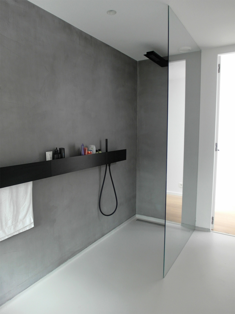 sol et murs de la salle de bain