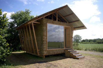 Maison en paille et bois, vue de face - façade