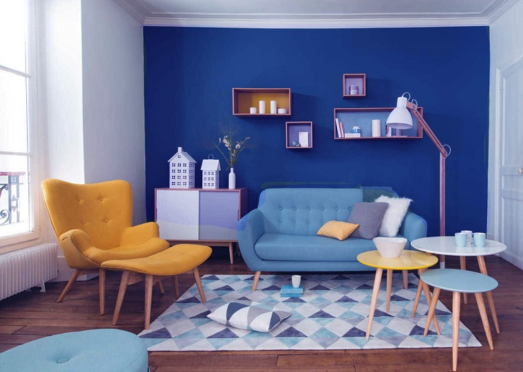 couleur-bleu-salon-combinaison-accent-mural