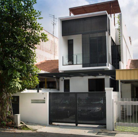 Façade de maison moderne étroite et longue