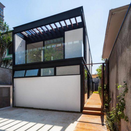 Plan de maison étroite à deux étages