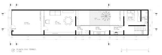 Plan de maison étroite et longue d'un étage et demi
