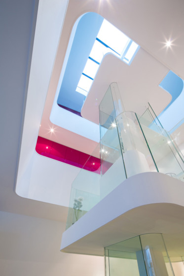 Conception de puits de lumière avec des modules intérieurs tels que des atriums
