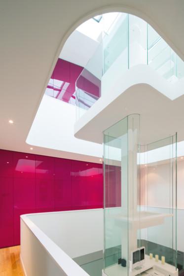 Conception de puits de lumière central de maison moderne