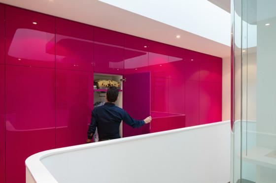 Design d'intérieur de maison moderne avec mur rose
