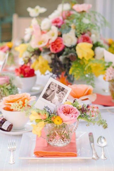 Meilleures idées pour décorer la maison sur la table de photos de fleurs de la fête des mères