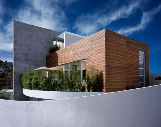 Façade de maison d'angle moderne