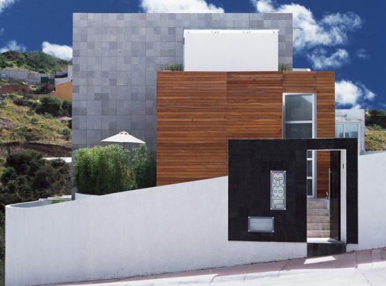Façade de maison moderne située dans le coin