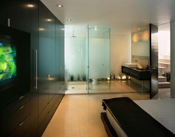 Salle de bain à l'intérieur de la chambre