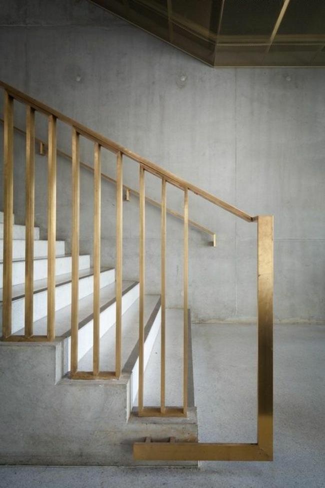 balustrades droites en métal doré