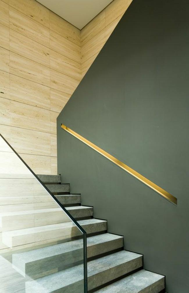 lumières d'accentuation métalliques à l'intérieur du mur