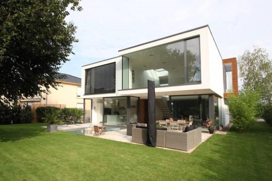Conception de façade arrière de maison moderne