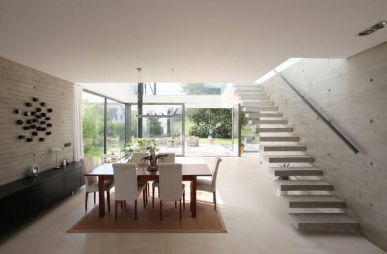 Design de salle à manger et escaliers modernes