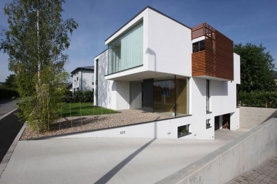 Façade de profil de maison moderne de deux étages