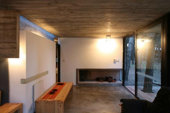 Design d'intérieur de maison de campagne construite en béton