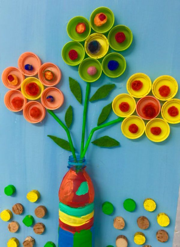 Artisanat de fête des mères avec bouchons de fleurs vase bouteilles en plastique
