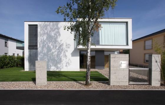 Façade de maison moderne de deux étages