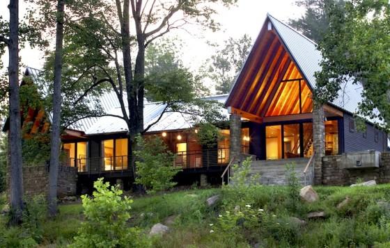 Façade de cabane en pierre et bois