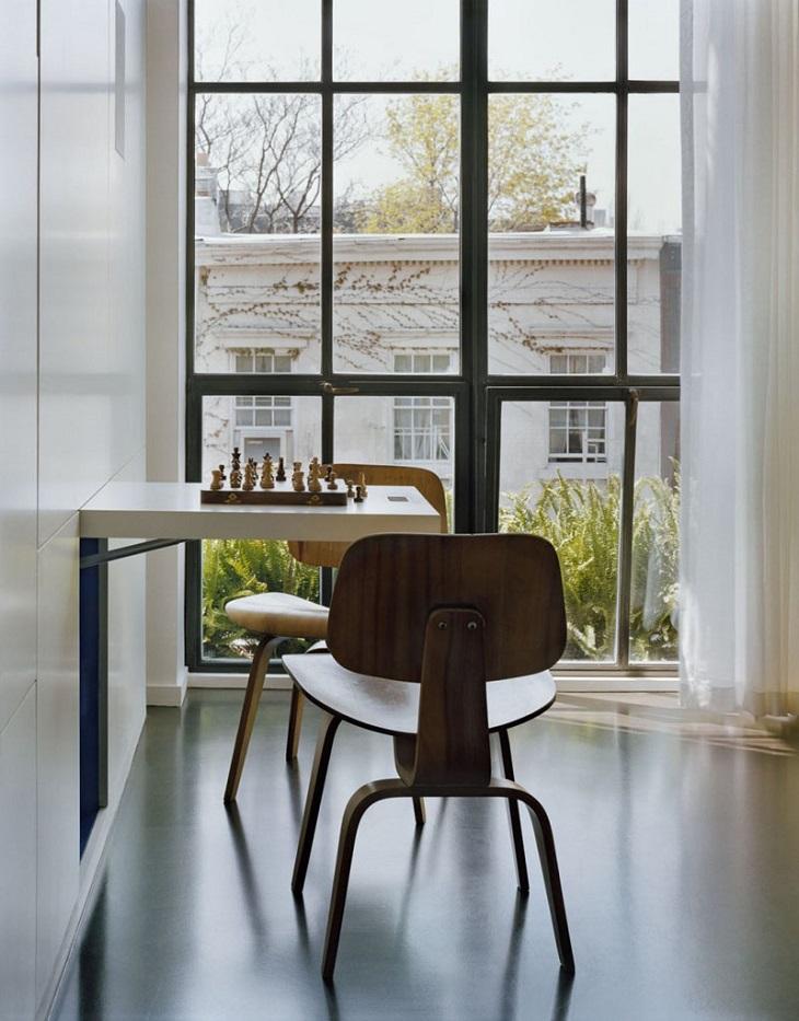 murs idées jeux chaises bois