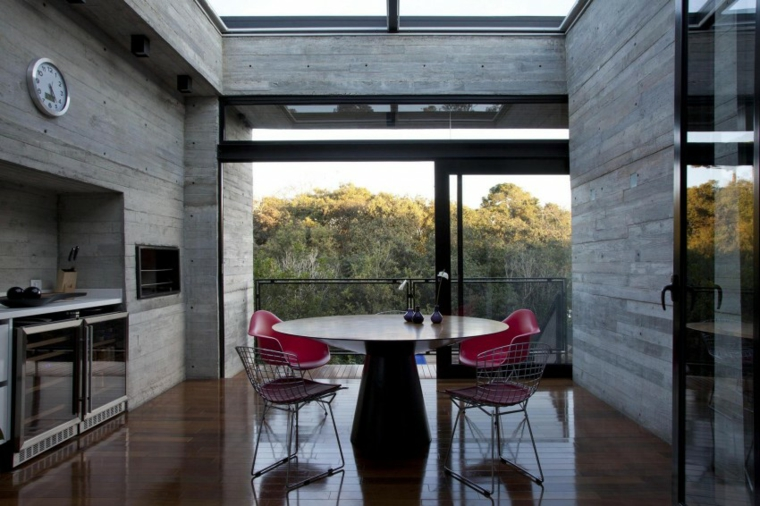 maison mur en béton salle à manger cuisine mêmes espaces idées
