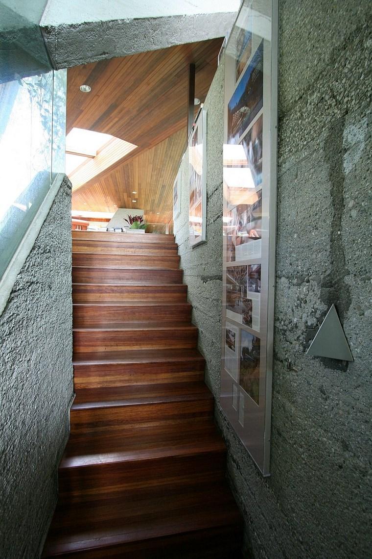 escalier intérieur maison colline idées