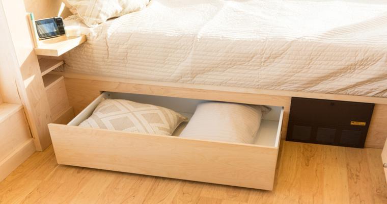 lit en bois avec tiroirs intégrés