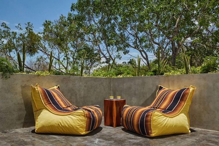 maison design mexico terrasse fauteuils jaunes idées confortables